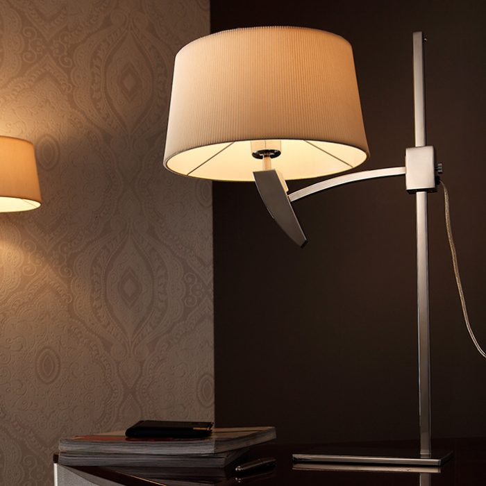 Fly Table Lamp with Shade